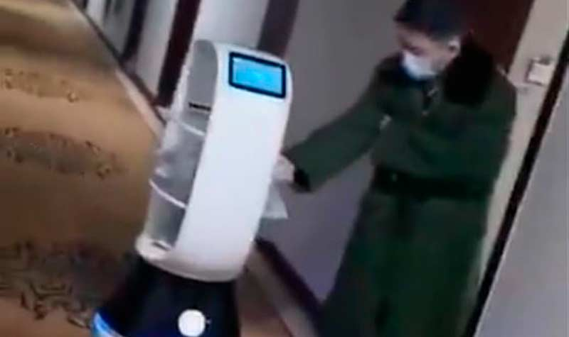 Más de 30 robots ayudan a los médicos de Wuhan a combatir el coronavirus