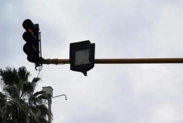 Ya está funcionando el semáforo que fue vandalizado frente a Unicentro
