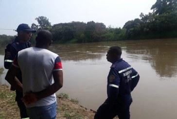 Avanza búsqueda de niña que desapareció tras caer en el Río Cauca