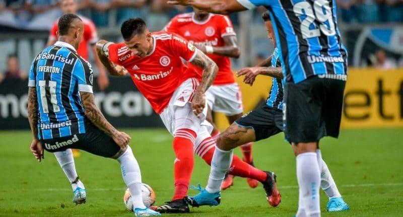 Bochorno en la Libertadores: clásico de Porto Alegre terminó en batalla campal