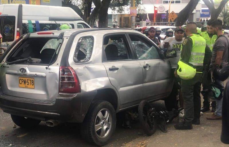 Camioneta fue destruida por la comunidad luego de que conductor arrollara a un motociclista