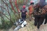 Rescatan a motociclista que cayó al menos ocho metros en abismo de la vía al Mar