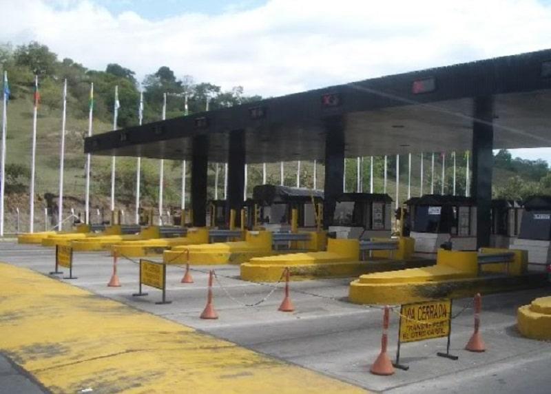 Transportadores de comida y servicios de salud quedarán exentos de peajes durante cuarentena