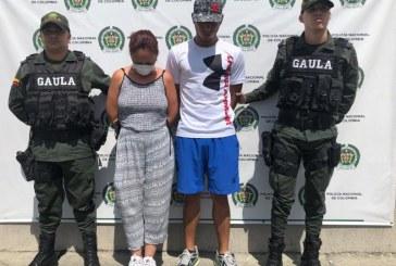 Cárcel a pareja que extorsionaba a un ciudadano a cambio de no publicar fotos íntimas