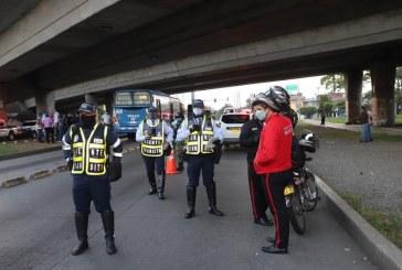 Piden que motos sean liberadas del 'Pico y Vida' ante regreso de labores en la construcción