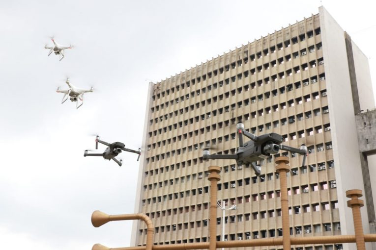 Con drones volando en la ciudad buscan que caleños cumplan la cuarentena
