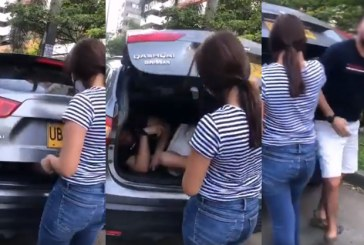 En video: mujer transportaba a hombre en la cajuela del carro para evadir controles