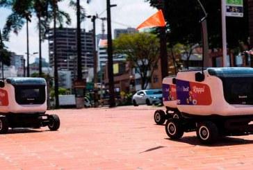 Robots entregan domicilios en Medellín durante la cuarentena por COVID-19