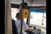Video: trabajadora de la salud denuncia discriminación de conductor del Mío en ruta exclusiva