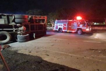 Accidente entre moto y camión deja una joven parrillera muerta en vías del Valle