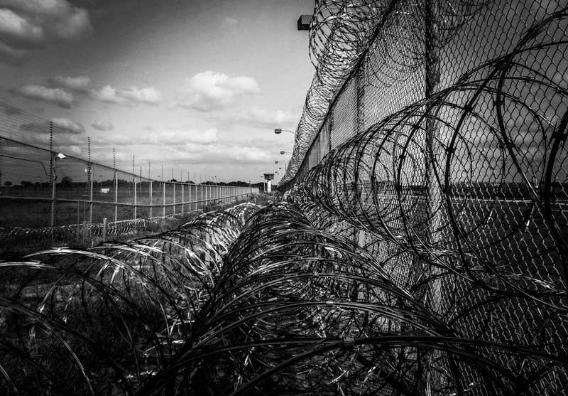 Muere de COVID-19 colombiano extraditado por narcotráfico a cárcel de Miami