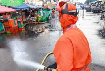 Avanza nueva jornada de lavado y desinfección en plaza de mercado de Santa Elena