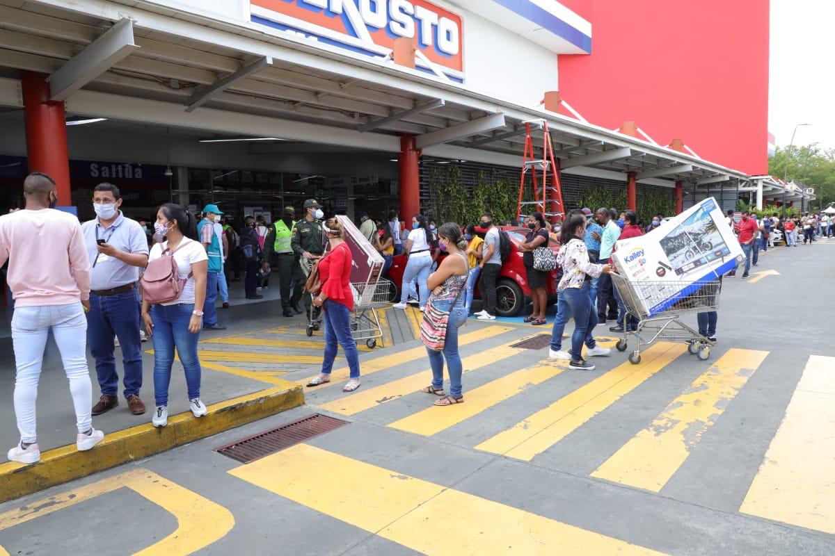 Cierran almacen Alkosto y advierten que si no se controlan aglomeraciones, cerrarán más comercios