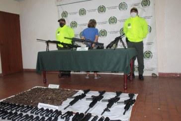 Incautan 12 fusiles, munición y material bélico al interior de una vivienda en el centro de Cali