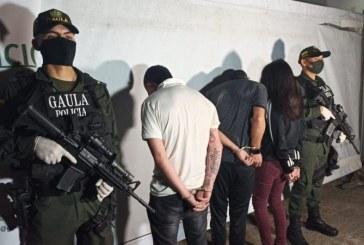 En medio de operativo de rescate de un joven en Cali, delincuente se lanzó desde un cuarto piso