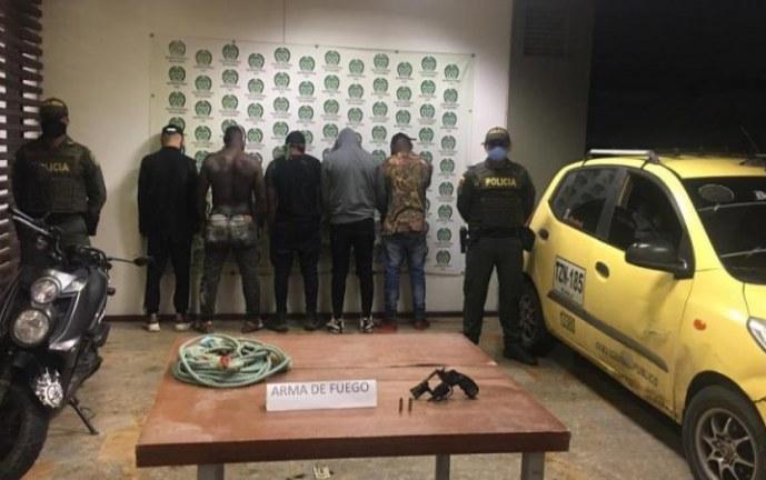 Capturados cinco presuntos responsables de hurto en una bodega en Yumbo