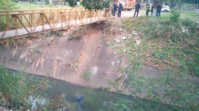 Hallan cuerpo de un hombre flotando en canal de aguas lluvias del sur de Cali
