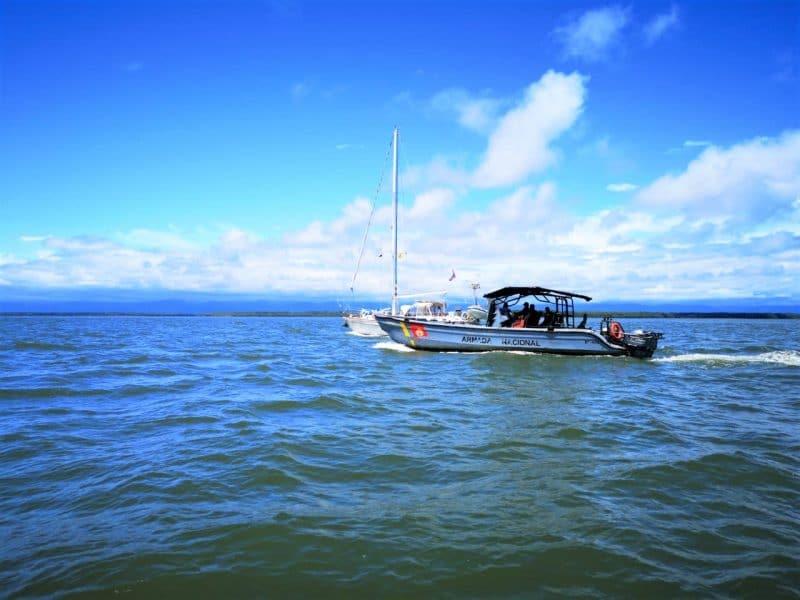 Armada de Colombia rescata a ciudadano neozelandés que estaba a la deriva en aguas del Pacífico