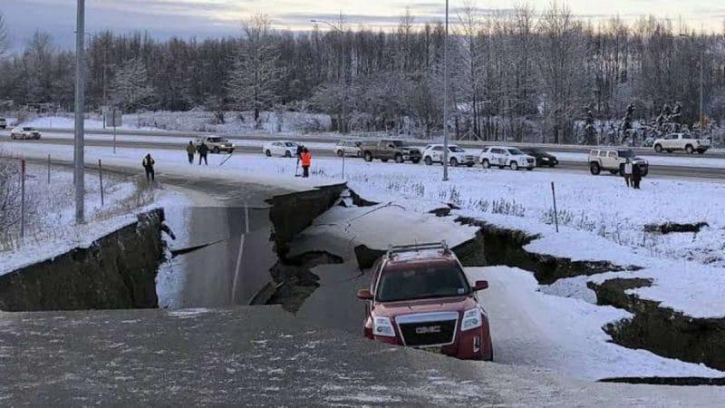 Costa de Alaska, EE.UU sufrió terremoto de 7,8. Advertencia de tsunami fue cancelada