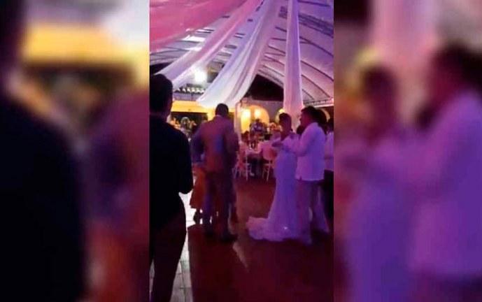 Críticas a un alcalde colombiano por celebrar su boda con una fiesta en plena pandemia