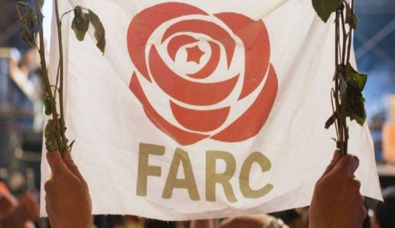 Exguerrilleros de FARC y Gobierno firman compromiso con la paz