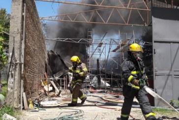 Bomberos de Cali y Palmira atendieron incendio en bodega de almacenamiento de neveras en La Dolores