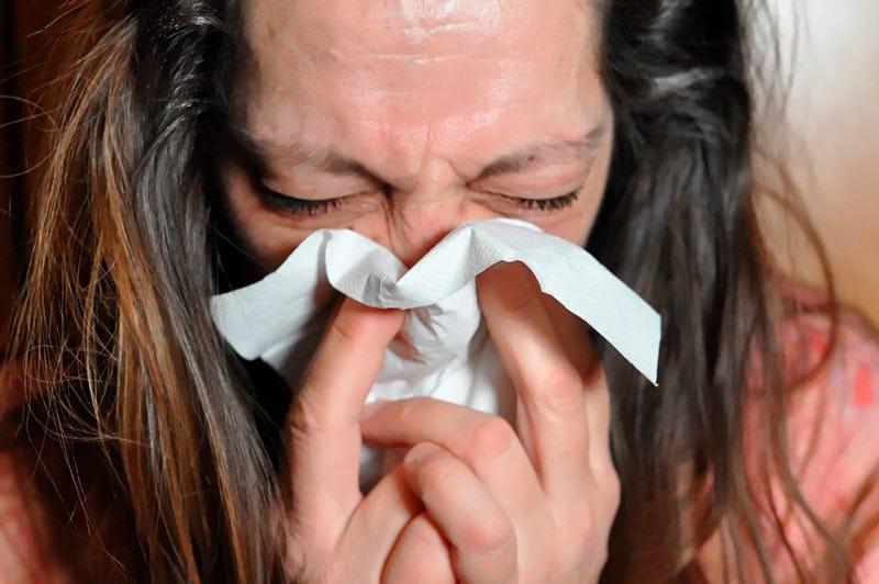 Estos son los síntomas por los que pacientes COVID-19 en casa deben estar alerta