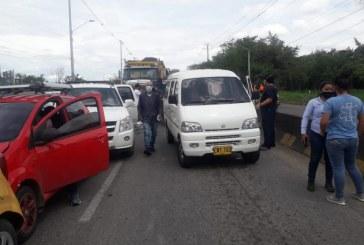 Enorme trancón en la vía Panamericana, sentido Jamundí-Cali, por aparatoso accidente entre 10 vehículos