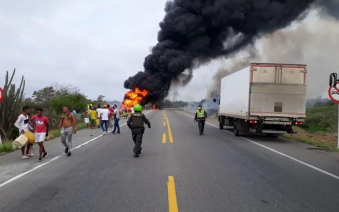 Aumentan a 21 los muertos por explosión de camión cisterna