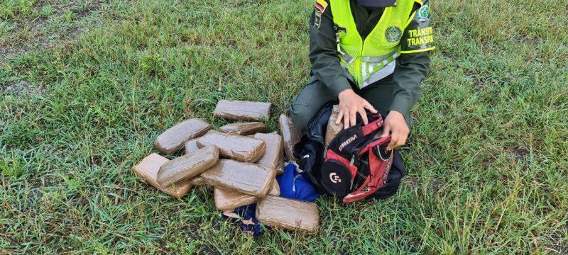 Incautados 14 kilos de marihuana que habrían sido abandonados por motociclista en Bugalagrande