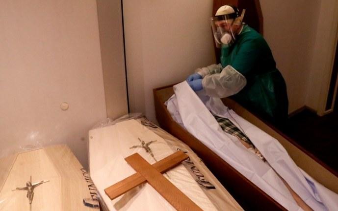 Familias denuncian confusión en entrega de los cuerpos de sus parientes, uno tenía COVID-19