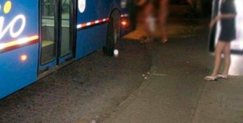 Investigan aparición de imágenes de mujeres semidesnudas posando junto a bus del Mío