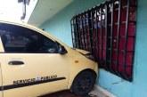 Taxista chocó contra una vivienda para evitar ser asaltado en Cali