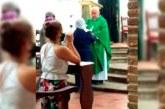 En video: Padre celebró misa en Popayán y entregó hostias sin medidas de bioseguridad