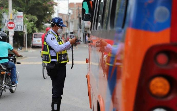 Tránsito de Candelaria sancionó a conductores por piques ilegales y otras infracciones