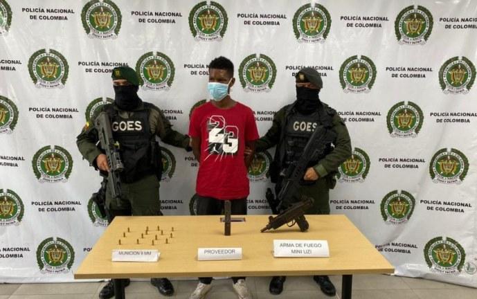 Por portar una subametralladora fue detenido un hombre en Buenaventura