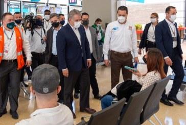 Iván Duque anunció que habilitará 15 rutas aéreas en Bogotá