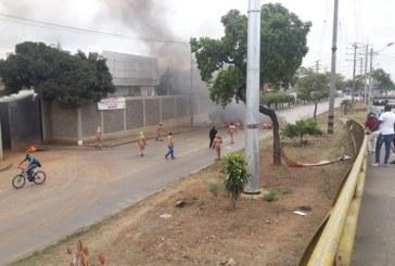 Autopista Suroriental presenta bloqueos por protesta de sindicato de Emcali este jueves