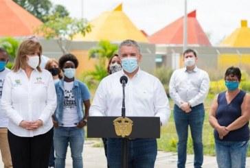 Iván Duque visita Llano Verde tras la masacre de cinco niños