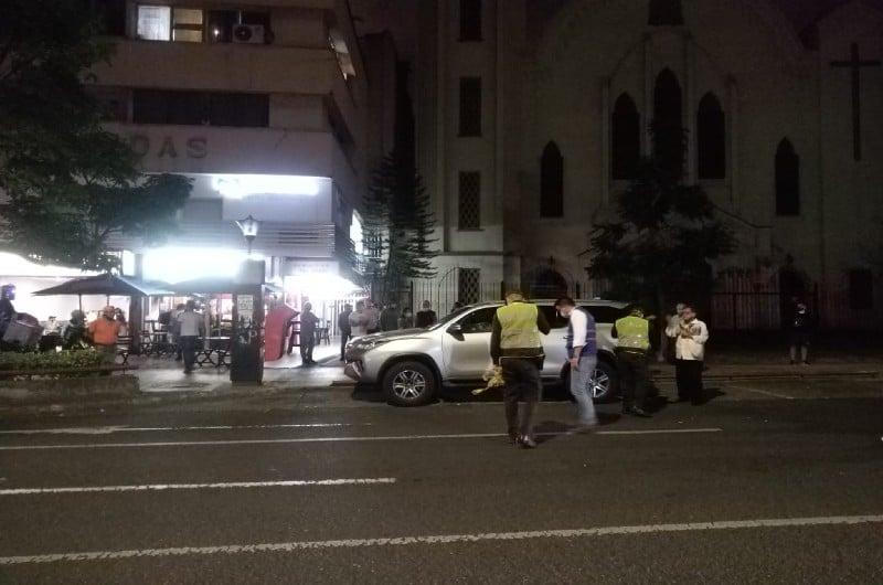 Mujer que se movilizaba en una camioneta fue asesinada en el barrio Granada de Cali