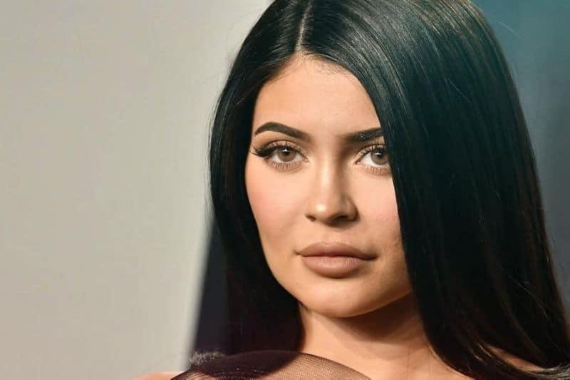 Polémica en redes por video de Cardi B, donde aparece Kylie Jenner