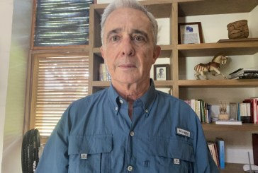 Por redes sociales, expresidente Álvaro Uribe anunció que fue reseñado como preso