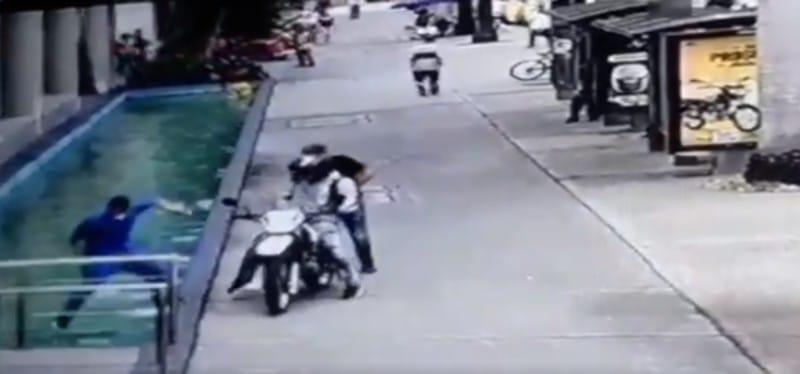 En video: Lo que se sabe del caso del hombre que robaron en Cali a la salida de un centro comercial