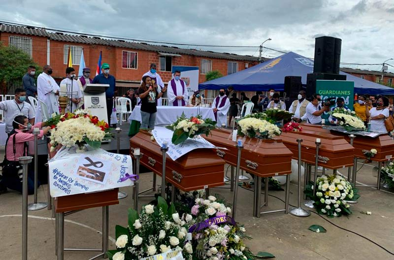 Siga en vivo el entierro de los cinco jóvenes asesinados en Llano Verde, suroriente de Cali