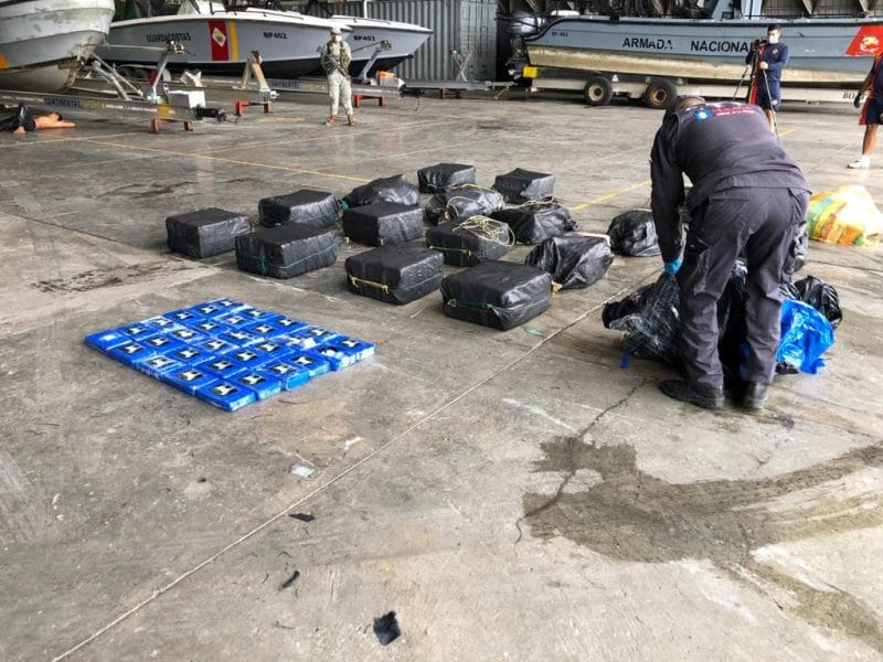 Caen cuatro extranjeros y un colombiano por tráfico de drogas en el Pacífico