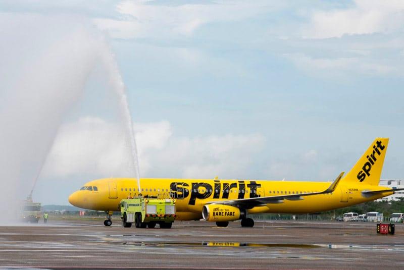 Colombia reanudó este lunes los vuelos internacionales luego de seis meses