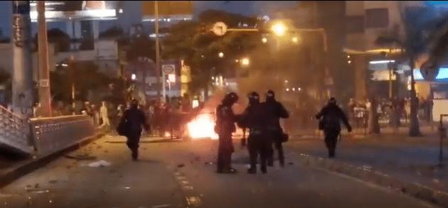 Protestas en Cali dejan un CAI destruído y enfrentamientos con el Esmad