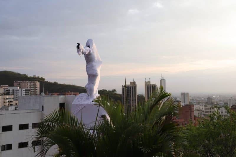 Por qué el Sebastián de Belalcázar de Cali amaneció cubierto con manto blanco