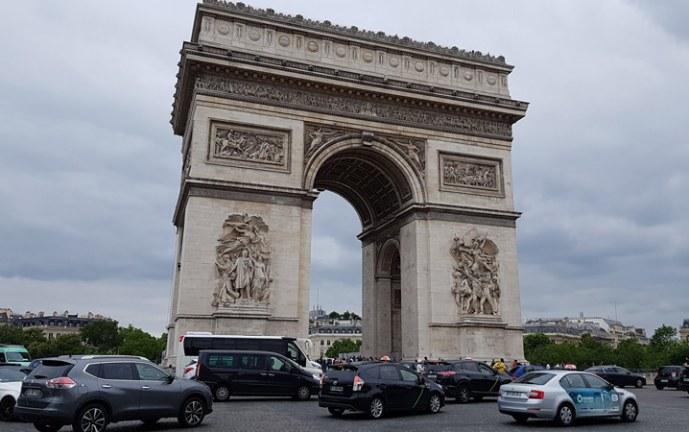 Francia registra 25.086 nuevos casos y 122 muertes por covid-19 en un día