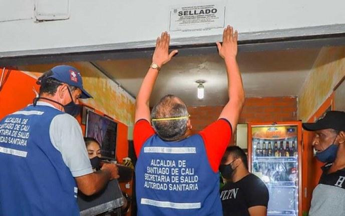 Secretaria de Salud, clausura un establecimiento de comida en San Antonio